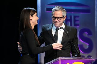 Sandra Bullock presents the Visionary Award to Alfonso Cuarón.