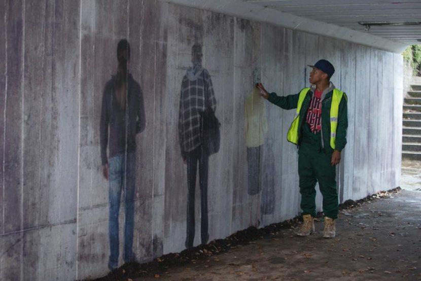 Rigsy (Joivan Wade) considers some murals.