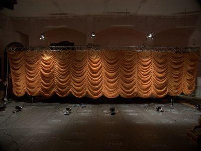 Curtain plate.