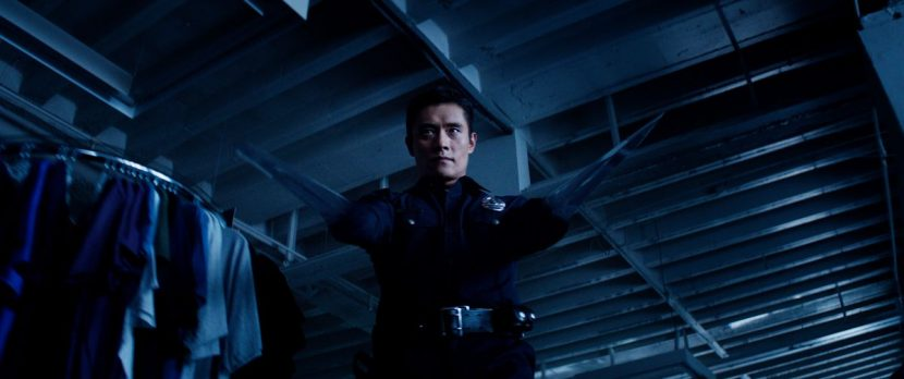 The T-1000 produces arm blades.