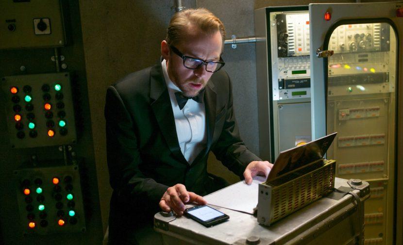 Benji (Simon Pegg) peruses his E Ink computer.