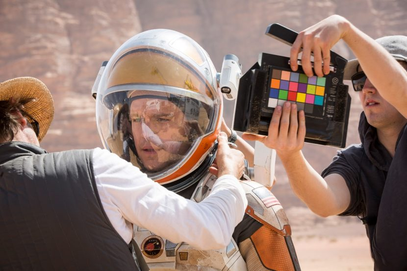 Matt Damon wears a practical visor in this behind the scenes shot. Ultimately MPC delivered most visors as digital replacements.