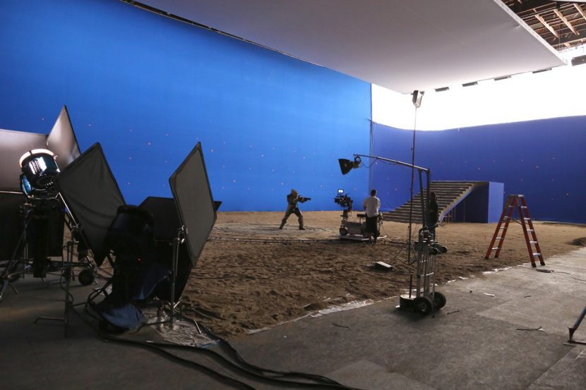 Eric Barba: Working with Claudio Miranda, Joe explained that he wanted soft light coming from the rings of Saturn being backlit, and treating them as ice particles / chunks. This allowed Claudio to plan for the lighting during the live action shoot.
